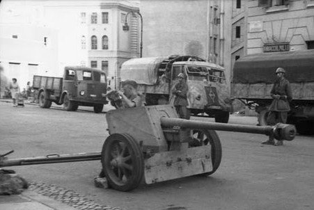 7_5 cm PaK 40 anti-tank gun in an Italian town, 1943